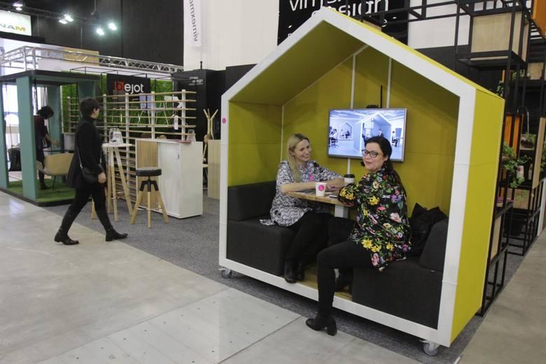 Jeśli firmy zajmujące się wyposażeniem wnętrz, architektoniczne albo designerskie, nie potrafią zaprojektować swojego stoiska tak, by świetnie eksponowało