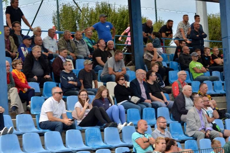 Korona Kielce zremisowała z Rakowem Częstochowa 1:1 w meczu towarzyskim rozegranym w Nowinach z okazji 45-lecia miejscowego GKS. Zapraszamy do obejrzenia