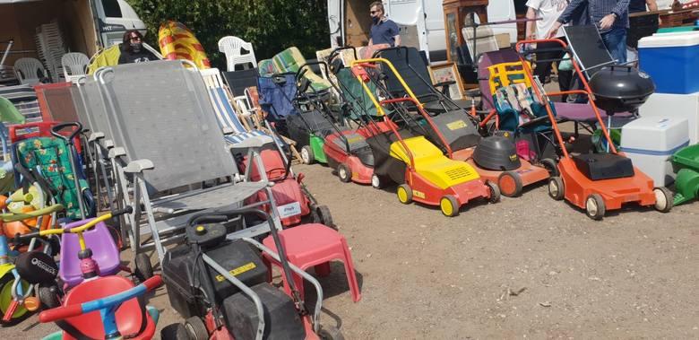 Używane kosiarki elektryczne od 70 zł do 110 złUżywane rozkładane fotele ogrodowe 100 - 150 zł Używane rowerki dziecięce 40 - 60 zł Co można kupić i