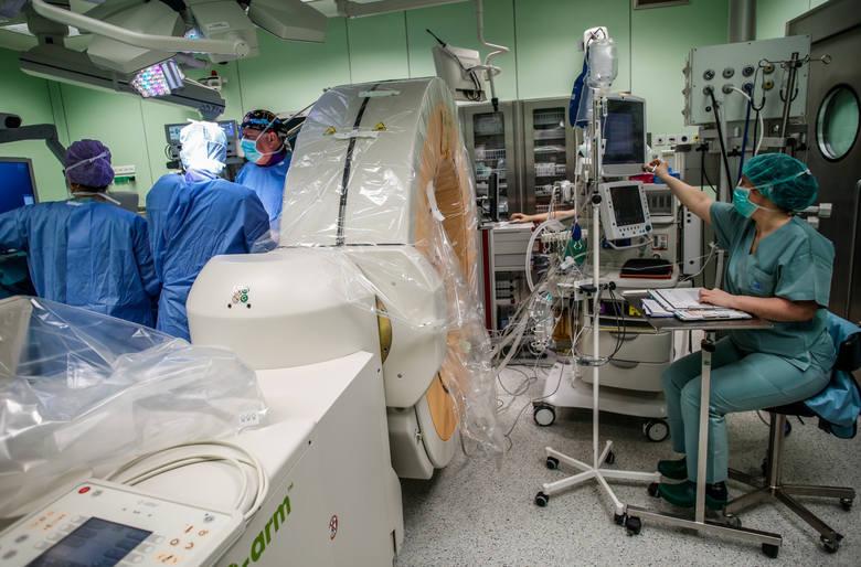 Operacja neurochirurgiczna w szpitalu M. Kopernika w Gdańsku