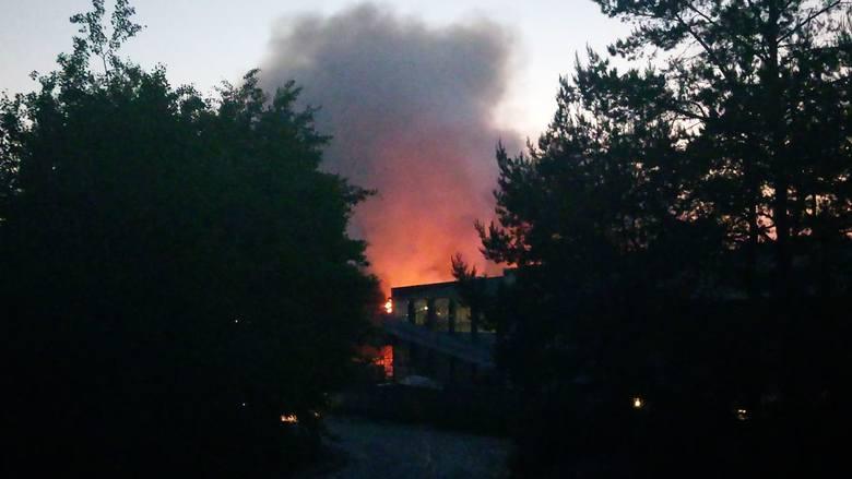 Pożar sortowni odpadów w Studziankach. Straż pożarna na miejscu 5.06.2019