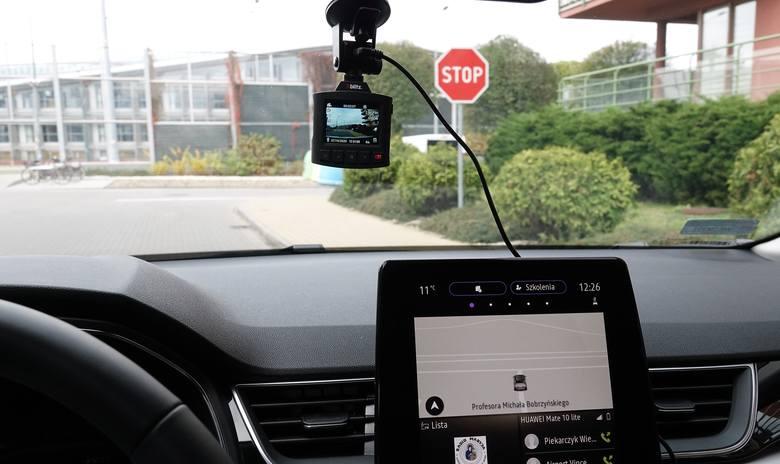 Osobista, niezawodna kamera towarzyszem w drodze. Test wideorejestratora samochodowego Xblitz S8 zapisującego obraz w jakości 2.5K