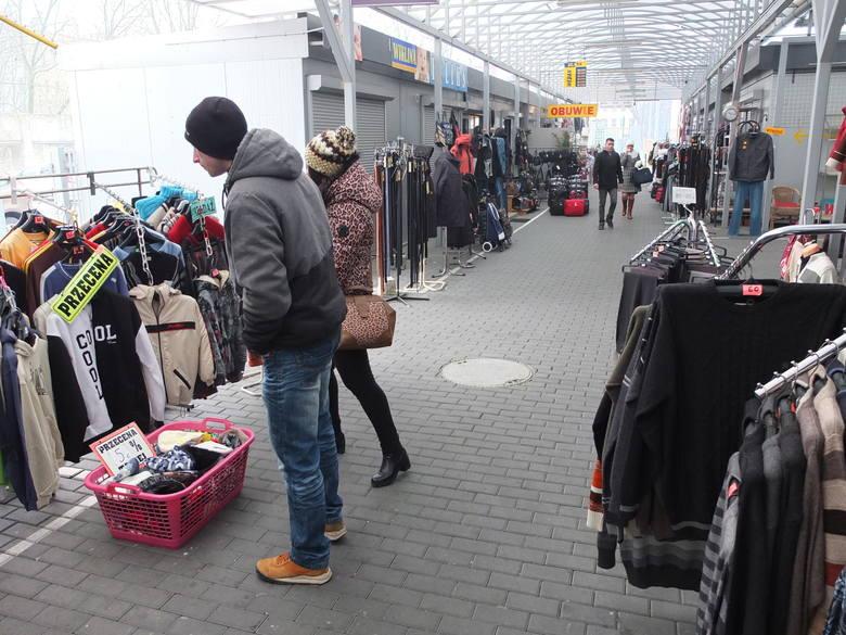 Targowisko Centrum działa przy ulicy Dubois. Według urzędników kupcy mogliby się przenieść na pobliskie targowisko Cytrusek, gdzie jest sporo wolnych