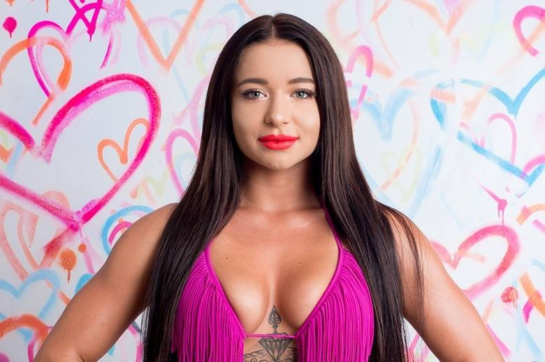 """Vicky, czyli Oliwia Górecka dołączyła do programu """"Love Island"""" po tygodniu od rozpoczęcia programu. Zobacz więcej zdjęć Vicky z Love"""