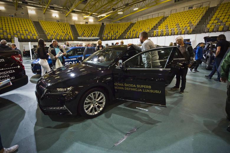 Nowa Astra czy nowa Corolla? Volkswagen T-Cross, Honda CR-V, Peugeot 508, czy SsangYong Korando? W niedzielę w hali widowiskowo-sportowej można było
