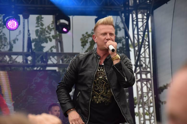 Jedną z gwiazd podczas szydłowieckiego festiwalu był zespół D-BOMB z Bartkiem Padyaskiem na czele.>>>KLIKNIJ W NASTĘPNE ZDJĘCIE