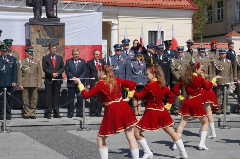 Miejska Orkiestra Dęta - pokaz musztry podczas Dnia Flagi (zdjęcia, wideo)