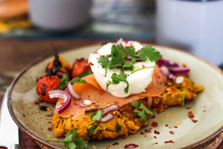 Jajko jest idealnym uzupełnieniem dań, wzbogacając je w pokaźne ilości wzorcowego białka, zdrowe tłuszcze podobne do tych w oliwie i ważne związki m