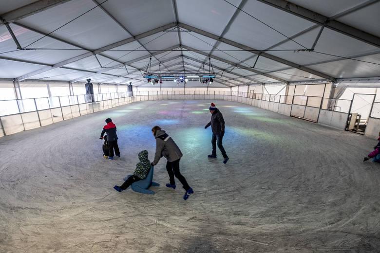 Lodowisko Malta już otwarte! Przez cały sezon zimowy będzie można korzystać z lodowego szaleństwa w okolicach startu Toru Regatowego Malta przy ul. Jana