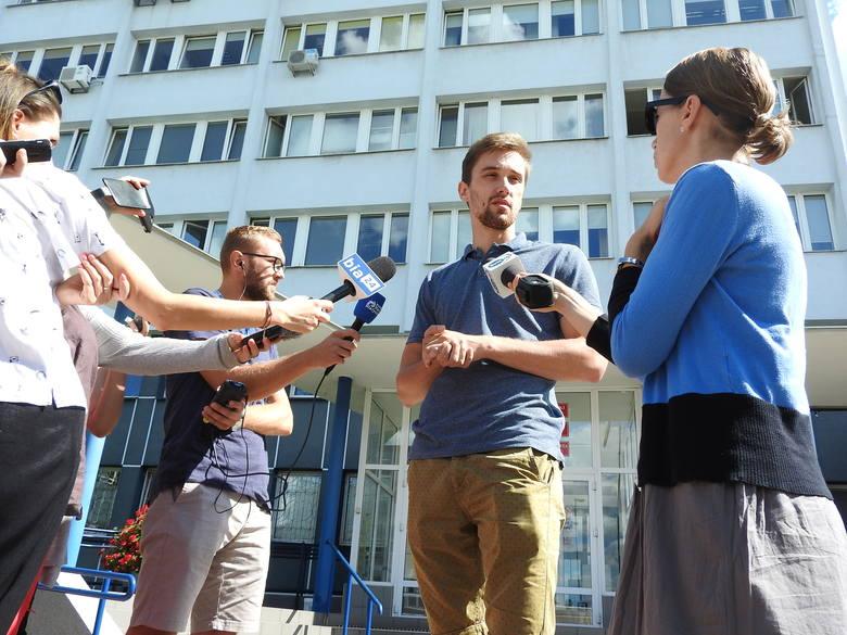 Konferencja prasowa ONR Białystok pod Urzędem Miejskim