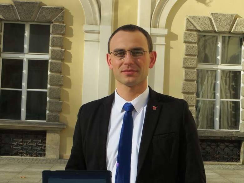 Dawny biurowiec Eskordu w Iłowej może znów ożyćPaweł Lichtański burmistrz Iłowej wspomina, że kiedyś Eskord był ogromnym zakładem, dającym pracę wielu