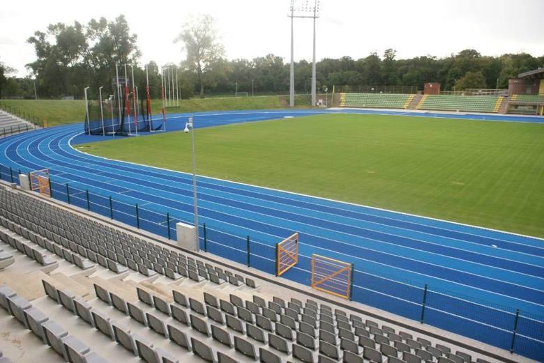 """Stadion Miejski w KaliszuPojemność: 8166 Inwestycja powstawała aż przez sześć lat w wyniku gruntownej przebudowy stadionu """"Calisia"""""""