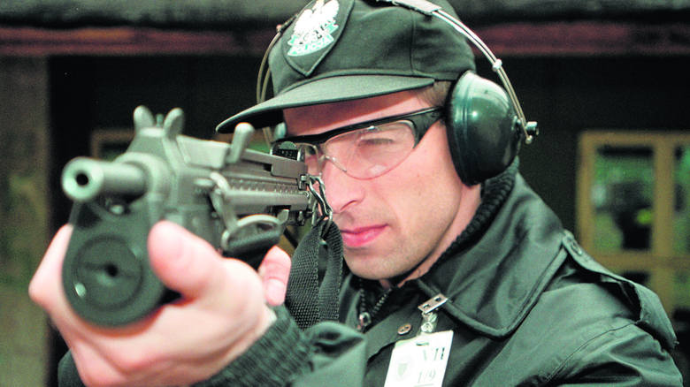 Strzelanie to stały element szkolenia policjantów. Tego typu ćwiczenia prowadzone są systematycznie co kilka miesięcy, jako część doskonalenia zawodowego