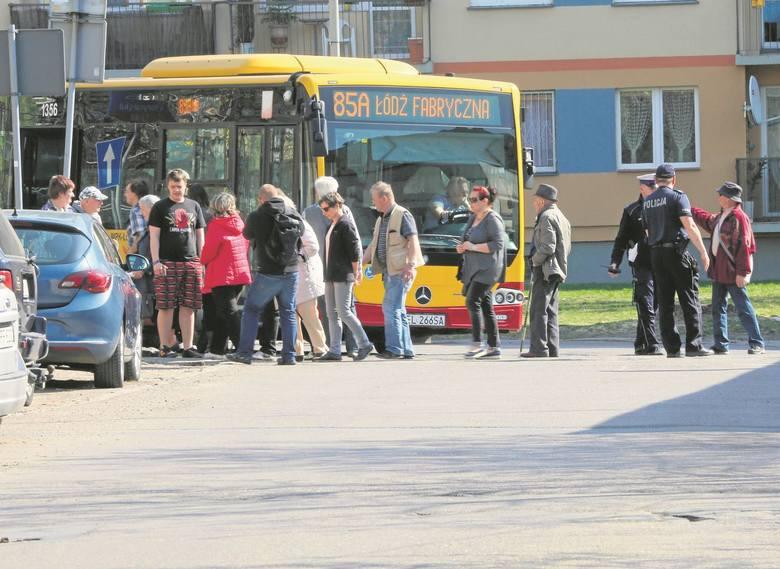 Zatrzymali autobus bo go nie chcą...