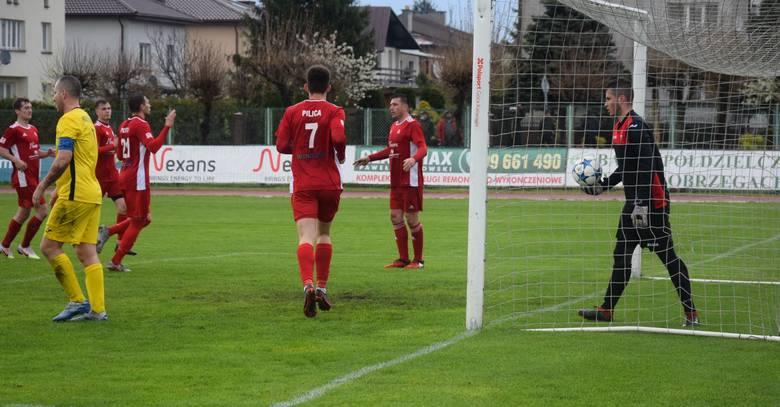W zaległym meczu czwartej ligi mazowieckiej, Pilica Białobrzegi pokonała 3:1 Mazowsze Grójec. Pilica Białobrzegi - Mazowsze Grójec 3:1 (2:1)Bramki: Czarnecki