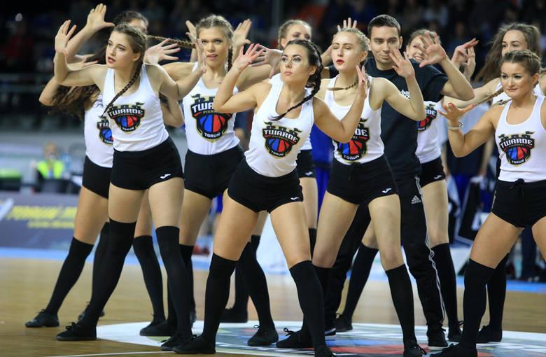 Było jak zwykle - pięknie, efektownie i tanecznie. Czirliderki z Torunia były atrakcją meczu Polski Cukier - King Szczecin. Tym razem udział w zabawie