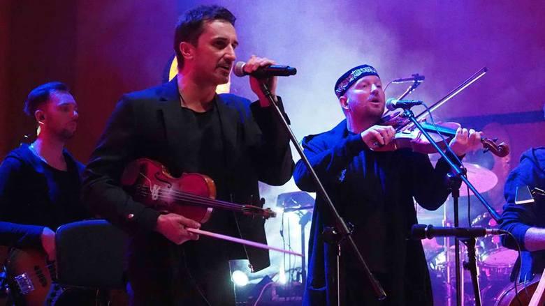 W sobotę w Filharmonii Koszalińskiej odbył się koncert zespołu Zakopower i Atom String Quartet. Organizatorem koncertu była Fundacja Zdążyć z Miłością.