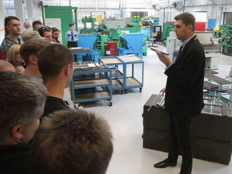 """W 2015 roku miał miejsce Dzień Otwarty w radomskiej Fabryce Broni """"Łucznik"""". Osobom, które mogły wejść do zakładu pokazano prawie wszystkie"""