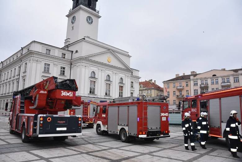Przed godz. 14.00 do urzędu miasta w Kaliszu przyszedł mail z informacją o podłożonej bombie.<br /> <strong>Przejdź do kolejnego zdjęcia ---></strong><br />