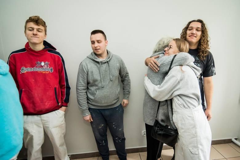 Pani Rosita nie kryła łez wzruszenia, gdy trzy tygodnie temu dziękowała bydgoskim uczniom za remont mieszkania