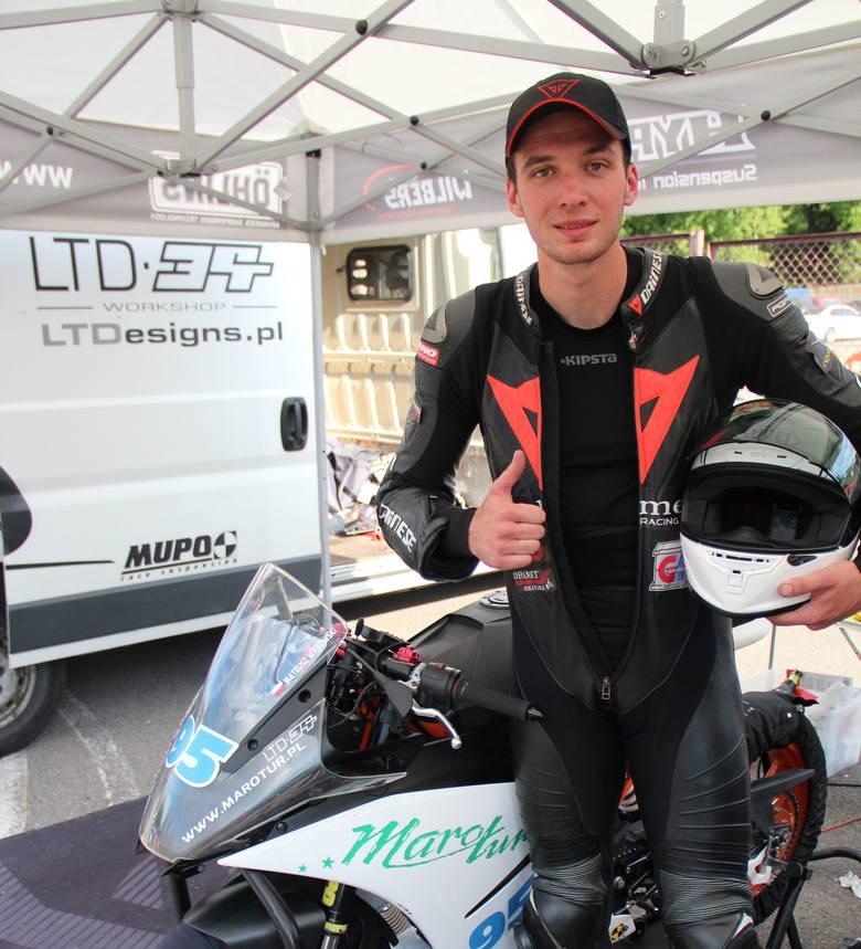 Koszalinianin Mateusz Wąsowski ukończył sobotnie wyścigi drugiej rundy Pucharu Polski Pit Bike SM odpowiednio na czwartym i trzecim miejscu. W zawodach