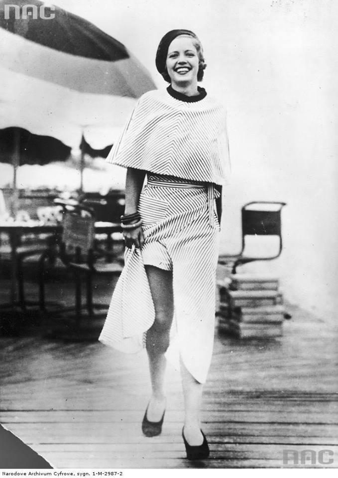 Kobieta w stroju plażowym  bardzo modnym w latach 30. XX wieku w Stanach Zjednoczonych