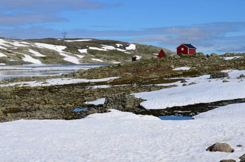 Aby przez kilka minut pobyć samotnie na wiszącej skale Trolltunga, trzeba wybrać się na całodniową wyprawę. Górska trasa liczy sobie w sumie 22 km