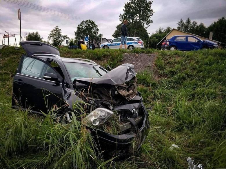 W sobotę policjanci otrzymali informację o zdarzeniu drogowym na DK 61 na skrzyżowaniu w Nettcie Drugiej (powiat augustowski). Ze wstępnych policyjnych