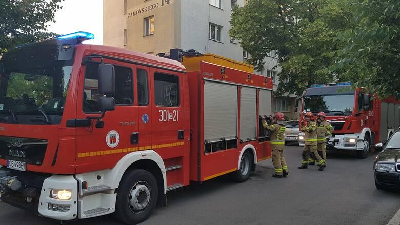 Pożar auta osobowego na wylotówce z Bydgoszczy w kierunku Stryszka. Jeden pas nieprzejezdny