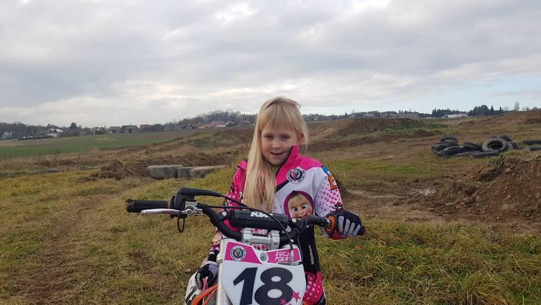 Mała Łucja Połata z Pietrzykowic odkręca gaz i jedzie w siną dal