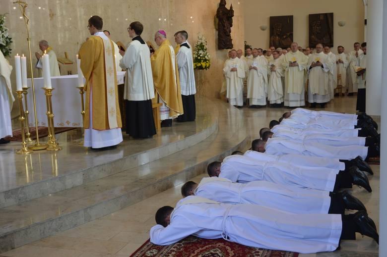 W ubiegłym roku święcenia kapłańskie ze względu na renowację katedry odbyły się w kościele seminaryjnym w Opolu.