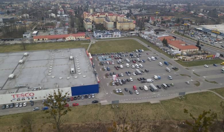 Auchan zamiast Tesco na ul. Lwowskiej 36 w Przemyślu? Mamy stanowisko dwóch sieci hipermarketów [ZDJĘCIA]