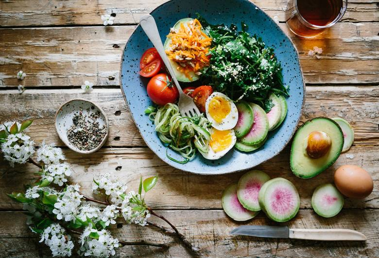 Ilu ludzi, tyle stylów żywienia? Niekoniecznie, ale jednak trzeba przyznać, że diet żywieniowych, które często wiążą się także z określonym stylem życia