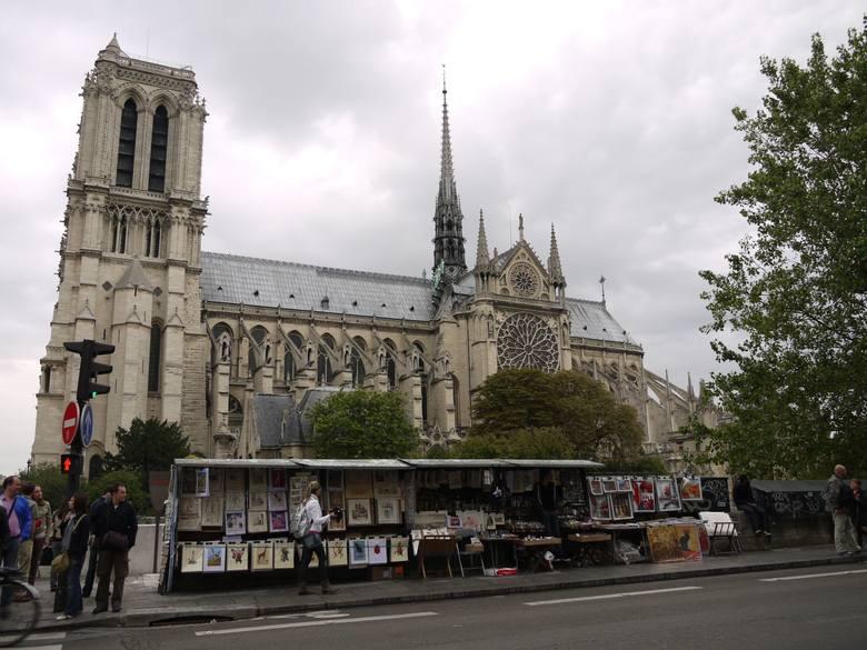 Wielki pożar katedry Notre Dame w Paryżu. Płonie jeden z symboli stolicy Francji NA ŻYWO