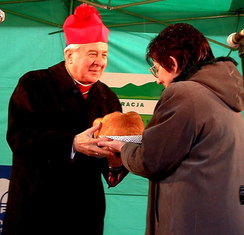 Abp Paetz koncelebruje msze. Mimo zakazu Watykanu