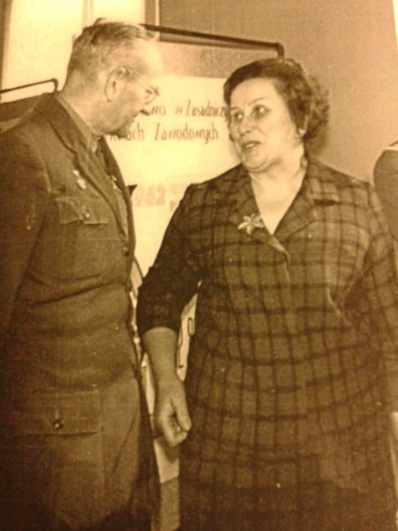 Harcmistrzyni Bronisława Tkaczukowa i harcmistrz Stanisław Moniuszko, spotkanie w latach 80.