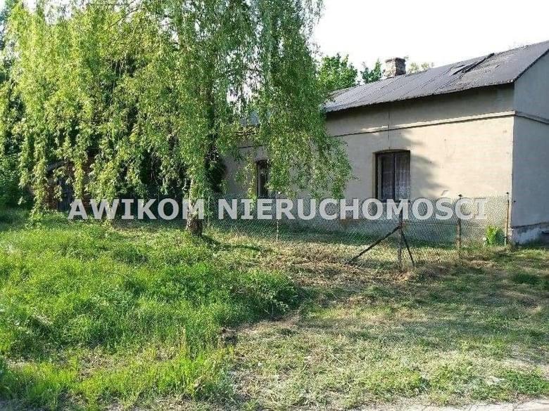 <strong>2. Dom za 129 000,00 zł <br /> 2 150,00 zł/m2 </strong><br /> Działka usytuowana w południowej części gminy Skierniewice około 6 km od centrum miasta.