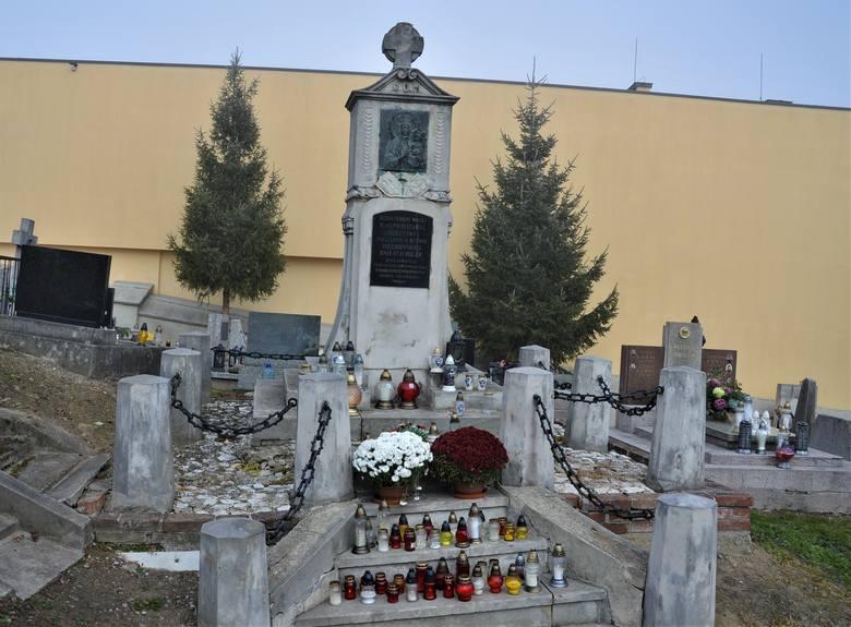 Pomnik Powstania Styczniowego na cmentarzu w Miechowie