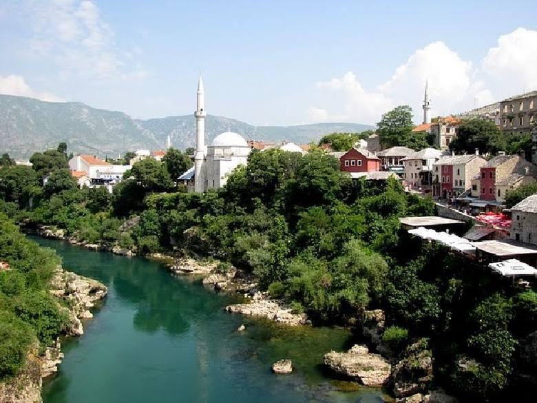 Na zdjeciach Mostar - Bośnia i Hercegowina.Zdjecia zrobionie 20.07.2010 r.