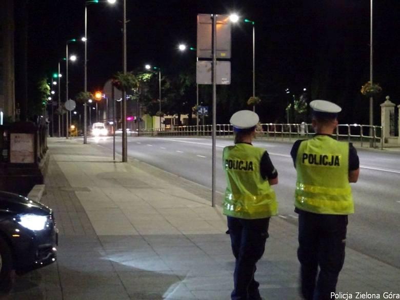 Policja przeprowadza kontrole prędkości na ulicach, na których często dochodzi do nielegalnych wyścigów.