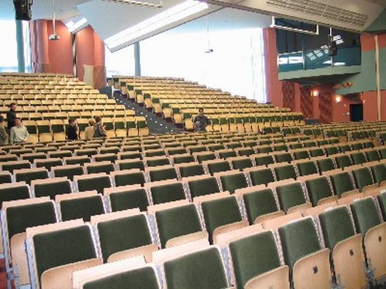 Uczelnia dla inżynierów, którzy chcą zdobyć tytuł magistra przygotowała 810 miejsc na studiach dziennych. Zgłosiło się 641 kandydatów.