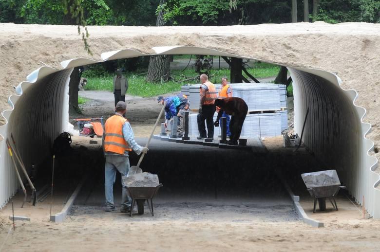Lato 2010 roku. Budowa łącznika od ronda im. Anny German do ul. Botanicznej w Zielonej Górze.