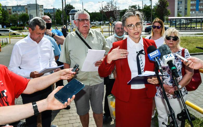 Uczestnicy konferencji prasowej sprzeciwiający się budowie nowej spalarni niebezpiecznych odpadów