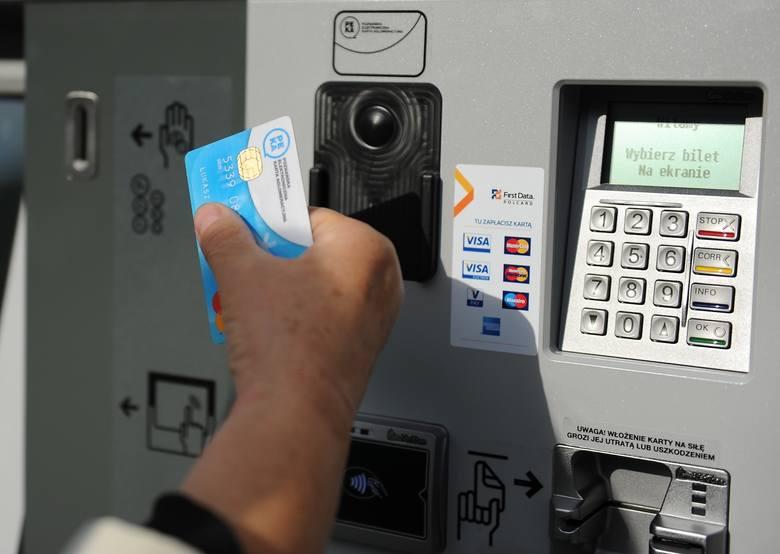 – Modyfikacje kanałów sprzedaży, nośników biletów i sposobów poboru opłat za bilety mają polegać na udostępnieniu pasażerom możliwości dokonywania opłaty za przejazd z wykorzystaniem najnowszych możliwości - np. płatności bezdotykowych – informuje Bartosz Trzebiatowski, rzecznik ZTM.