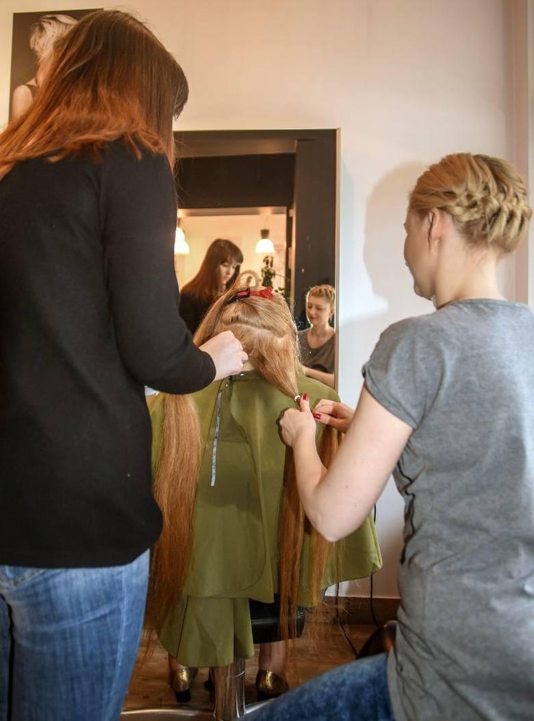 Niezwykły gest. Pani Zofia oddała swoje włosy na peruki dla chorych