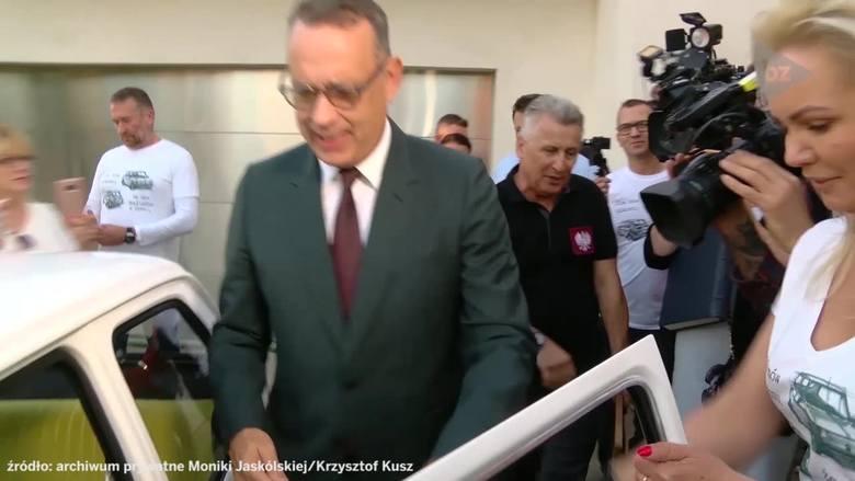 Tom Hanks odebrał Malucha z Bielska-Białej. Osobiście kluczyki przekazała mu Monika Jaskólska z Bielska-Białej.