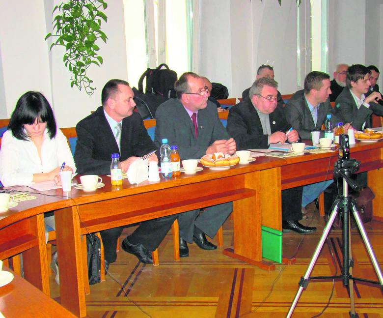 Wadowiccy radni podczas ostatniej sesji (12 lutego). Tu zastanawiali się, czy zwiększyć ilość koncesji na alkohol sklepom