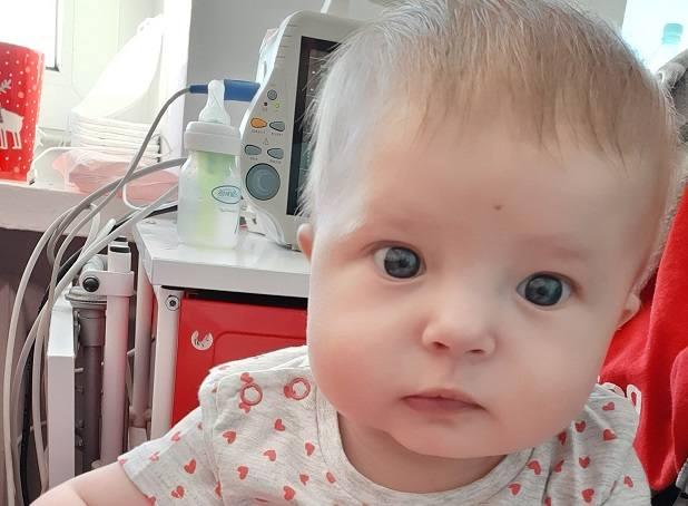 Ola urodziła się z wadą serca. By mogła się rozwijać, potrzebna jest operacja.