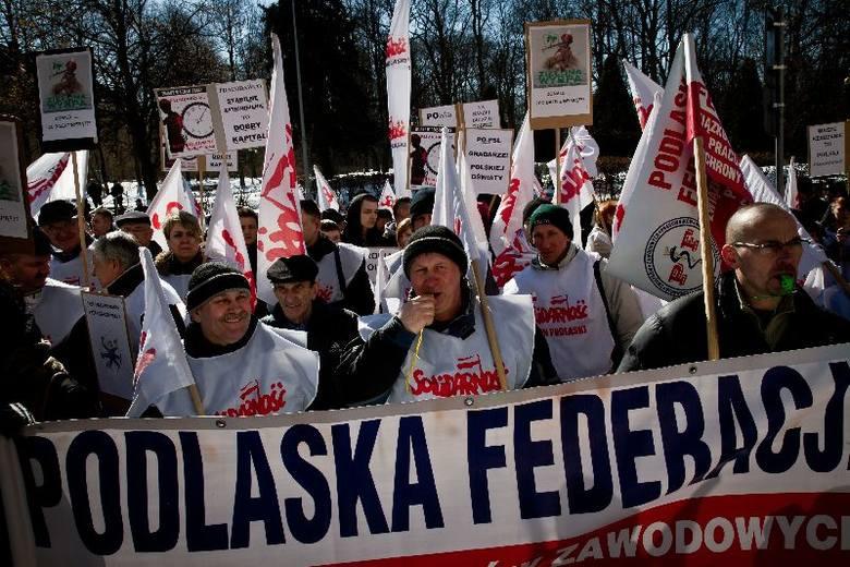 Pikieta związkowców przed Urzędem Wojewódzkim (zdjęcia)