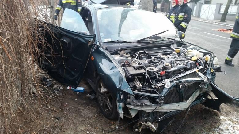 Tragiczny wypadek w Lesznie. Wracali z dyskoteki do Poznania - nie żyją dwie młode kobiety